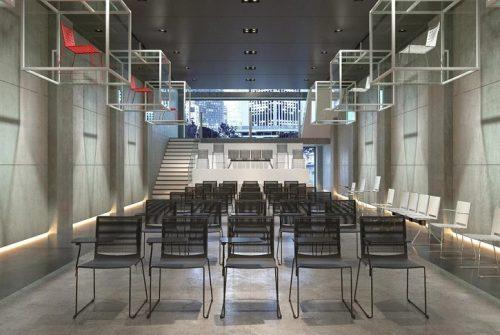 Kakšna vrsta stola so konferenčni stoli in komu predvsem so namenjeni?